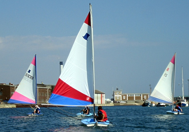 Learn to dinghy sail uk